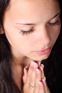 praying-girl